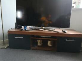 Wood tv stand in excellent condition !!
