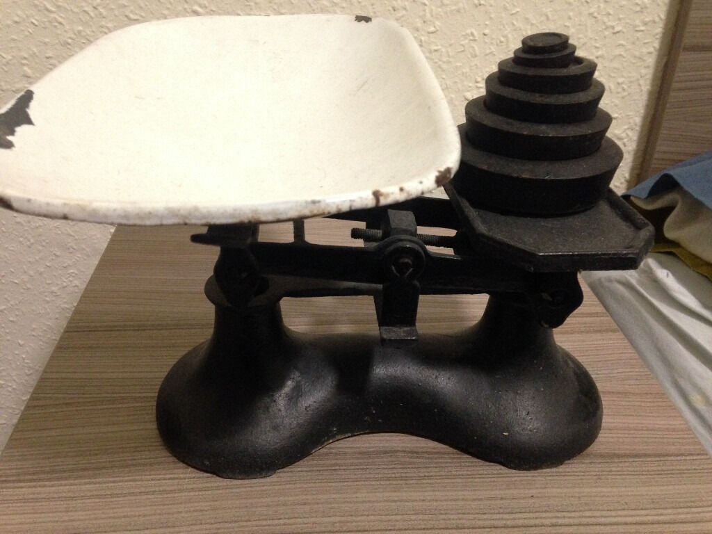 Antique/Vintage Scale, Retroin Meadows, EdinburghGumtree - Great antique/vintage scale in great condition, enamel pan on one side and set of weights, see other listings, please text or e mail