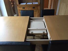 Extendable oak veneer table & 6 black faux leather chairs