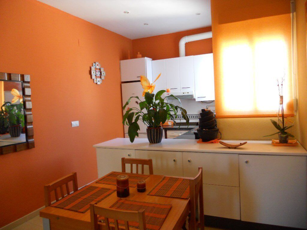 Modern flat in Valencia city. Amazing location to enjoy both the city life and the beach life. Spain
