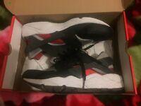 Nike air huaraches Size 10.5
