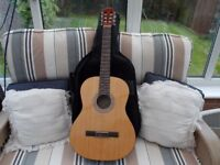 Classical/Spanish Acoustic Guitar with case