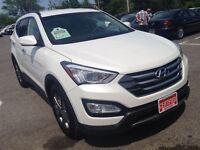 2015 Hyundai Santa Fe 2.4  **  LIKE NEW w/ HEATED SEATS  **