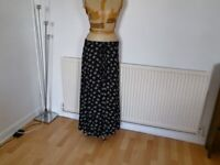 URBAN OUTFITTERS Maxi Skirt. Size : S / M
