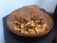 Lovely hat with hat box, autumn rust colour,beautiful pn