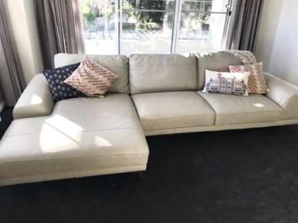 Matching 2x seater and 3x seater couch with chaise