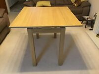 Compact extendable dining table