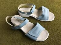 Ladies FREE-STEP Sandal pale blue Size 8EEE