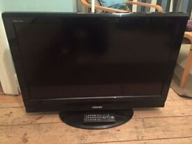 "32 "" Led hd ready toshiba combi tv with dvd freeview EXcellent condition [Energy Class A]"