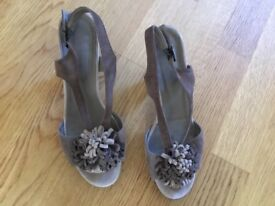 Taupe /brown suede leather platform sandals size 6