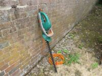 """Black & Decker GT545 hedge trimmer. Corded electric 520W. 24"""" blade."""