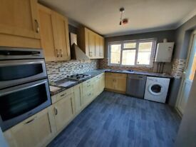 Spacious 3 bed house barkingside part dss welcome