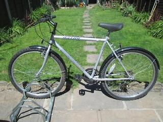 MENS MOUNTAIN BIKE IN HARDLY USED CONDITION BARGAIN!!!!