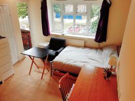Super Studio, balcony, furnished, Free Wifi/Parking, Student OK N2 ALL INC