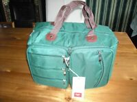 """2 x BRAND NEW with TAGS, GREEN PACKAWAY SPORTS MULTI BAGS 14"""" x 10"""" x 8"""", with 4 ZIP FRONT POCKETS"""