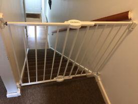 Lindam Wall Fix Push to Shut Extending Metal Safety Gate