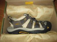 NEW in the box Mens KEEN Newport Sandals, size 9