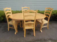 Lovely oak extending dining table with 4 solid chairs