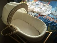 Moses basket with a stand and 6 fitted sheets