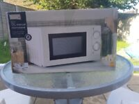 WHITE COMPACT MANUAL MICROWAVE OVEN 700W -BRAND NEW