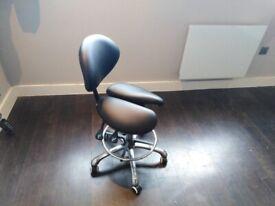 Affinity Split Seat - Ergonomic Saddle Stool
