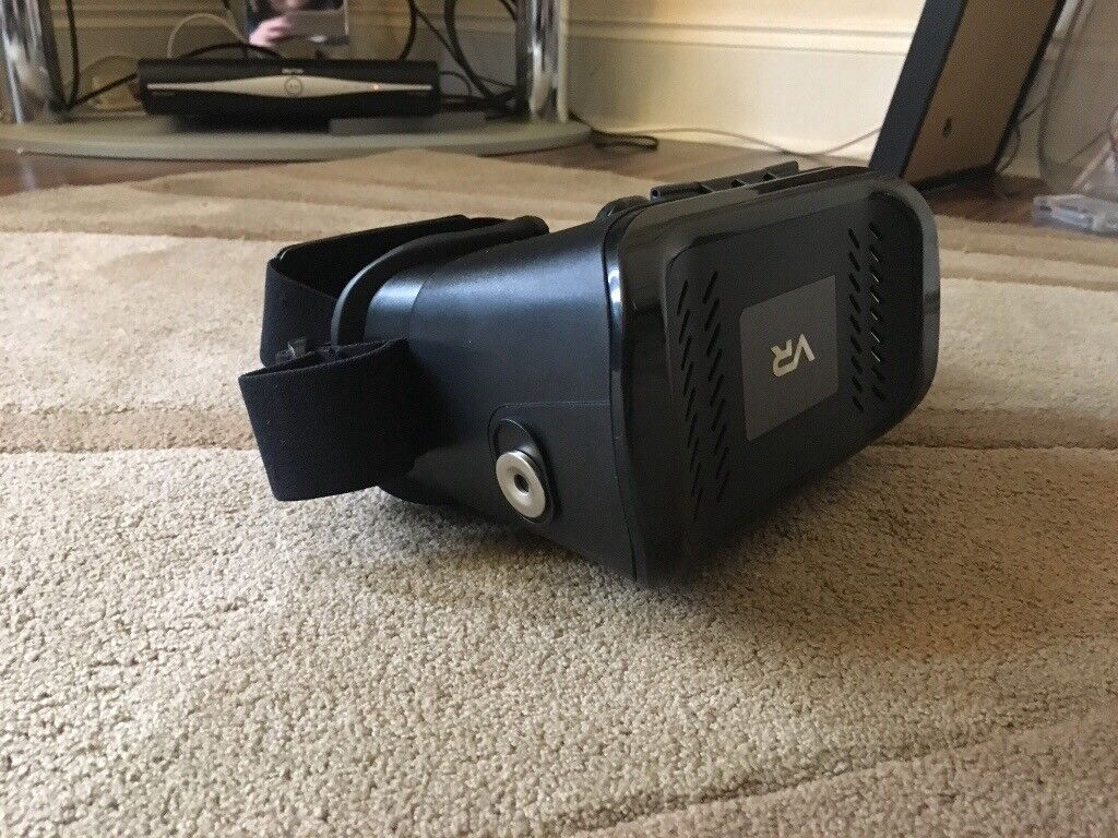 VR headset, used once bought for £24 , asking only £10 , this is a good quality item.