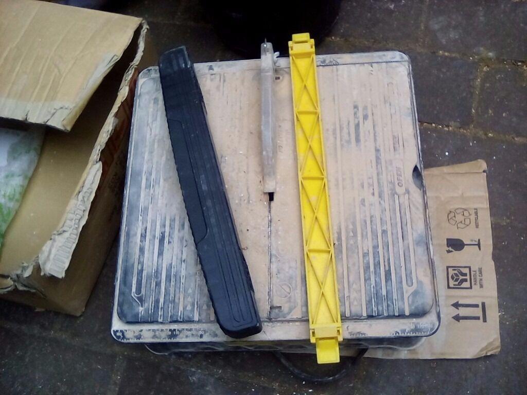 Electric tile cutter water fed in Norwich Norfolk Gumtree : 86 from www.gumtree.com size 1024 x 768 jpeg 97kB