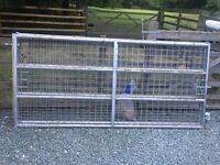 2 8ft metal gates