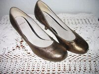 LADIES BRONZE/SPARKLY HEELS – BRAND NEW