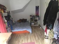 DOUBLE ROOM TO SUBLET FROM 26TH JUNE TIL 17TH SEPT (READ DESCRIPTION FOR DETAILS)