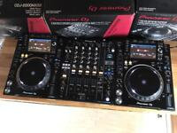 2x Pioneer CDJ 2000 NXS2 + DJM 900 NXS2 Fully boxed - Very good condition boxed as new