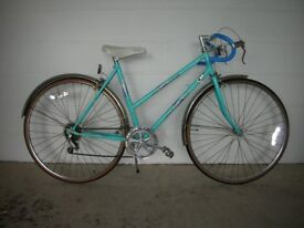 Women's 27 inch Apollo 5 Speed Bicycle with Stand.