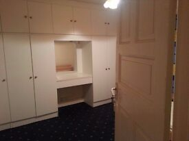 Large Double room in semidetached house, all bills, internet, cleaning and laundry.