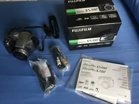 Fuji Finepix S5700 7.1 MP digital camera with 10x optical zoom