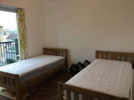 Single or double bedrooms available near Lakeside shopping centre