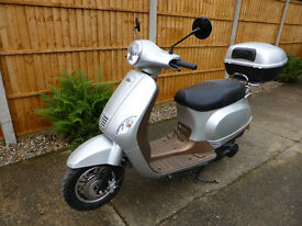 Lintex Classic 125 cc Scooter, 17 reg, 2017, only 115 miles, as new condition, silver, bargain £850