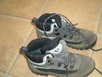 BRASHER HIKING BOOTS SIZE 5 1/2