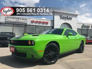 2017 Dodge Challenger SXT Plus w/Navi, Sunroof, Blacktop Package