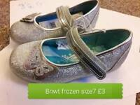 Toddler shoes size 7 bnwt frozen