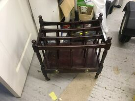 magazine rack for newspapers and magazines