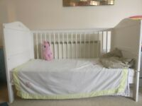 Cot bed white in very good condition, can be used as short bed also. 3 adjustable levels.