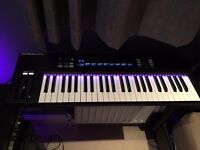 Native Instruments Komplete Kontrol S49 (Boxed with software)