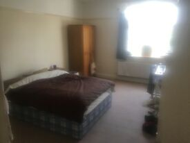 Spacious 3 bed flat available to let