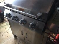 BillyOh 4 + 1 Burner Hooded Gas BBQ with side burner/cooking ring.