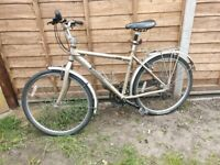 Edinburgh hybrid bike in great condition