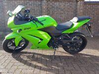 Kawasaki Ninja 250R. Excellent condition!