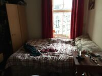 Room for rent in 3 bed west end flat *no deposit required*