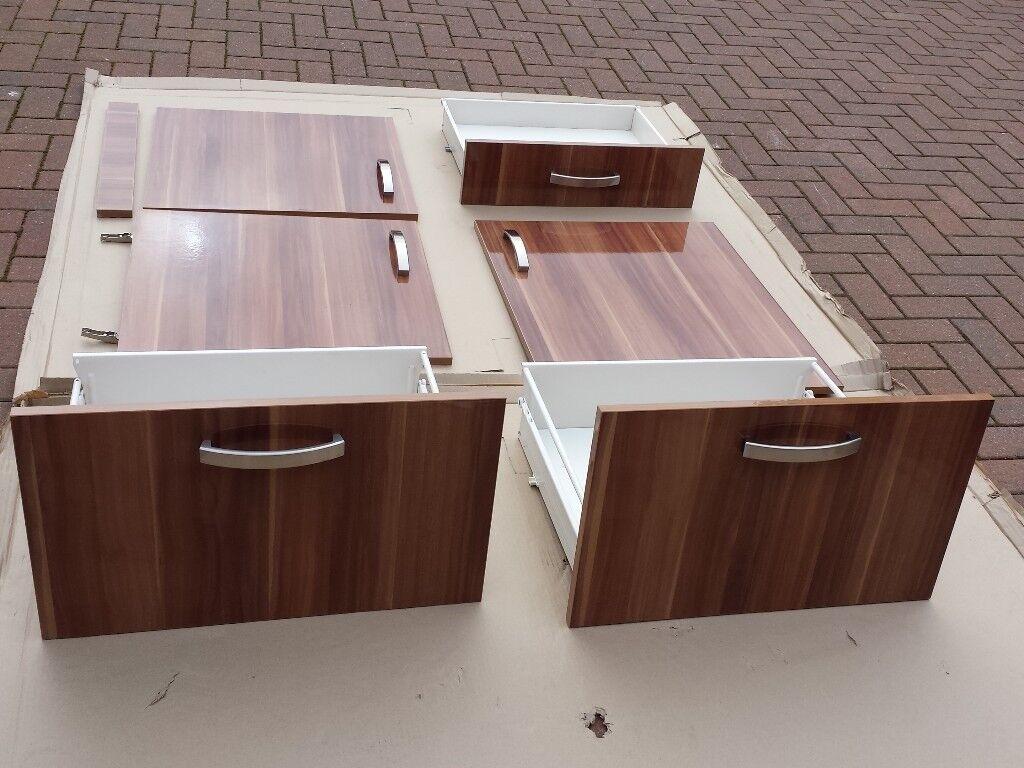 Kitchen units. American Walnut gloss. (Free)
