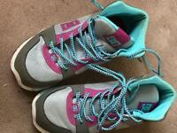DC HIGH TOPS SIZE 7