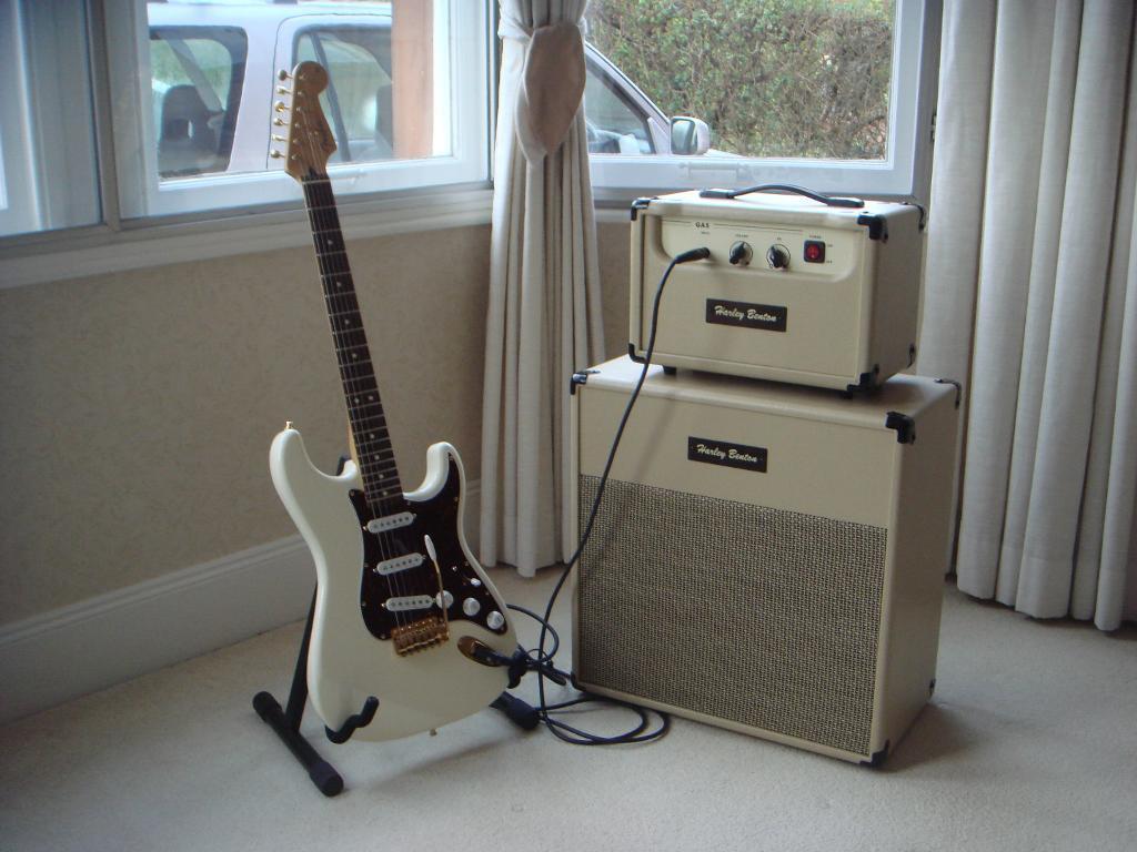 harley benton ga5 amp head and cabinet in giffnock glasgow gumtree. Black Bedroom Furniture Sets. Home Design Ideas